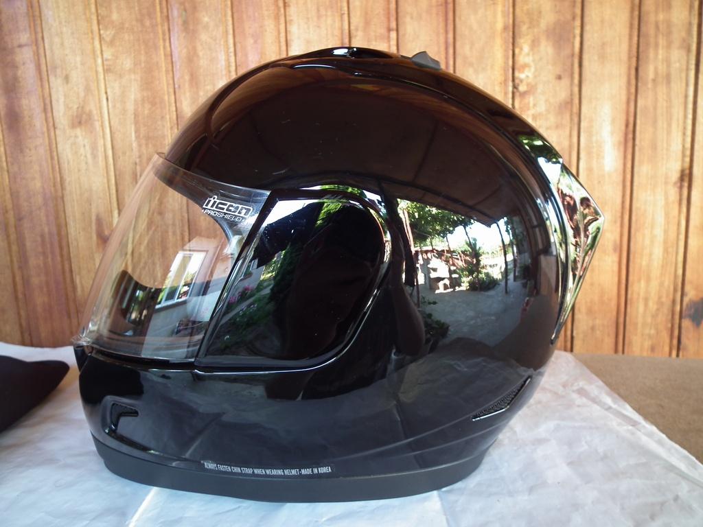 Icon Alliance шлем каска за мотор пистов.