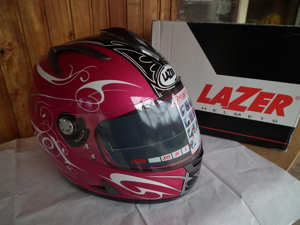 Lazer Breva Oberon нов с очила шлем каска за мотор пистов.