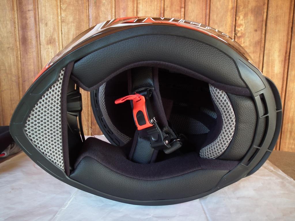 Nitro N2100 Cypher шлем каска за мотор пистов.