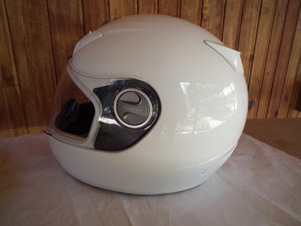 Scorpion Exo-400 шлем каска за мотор пистов.