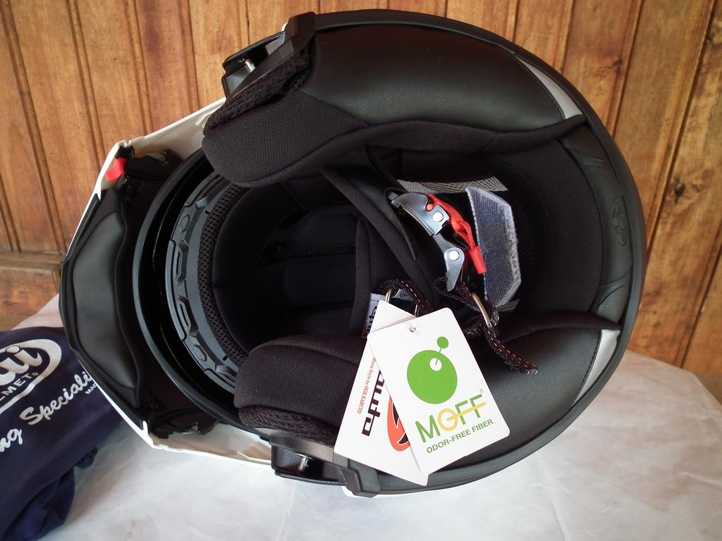 Kabuto Ibuki отварящ с тъмни очила нов японски шлем каска за мотор OGK модуларен.