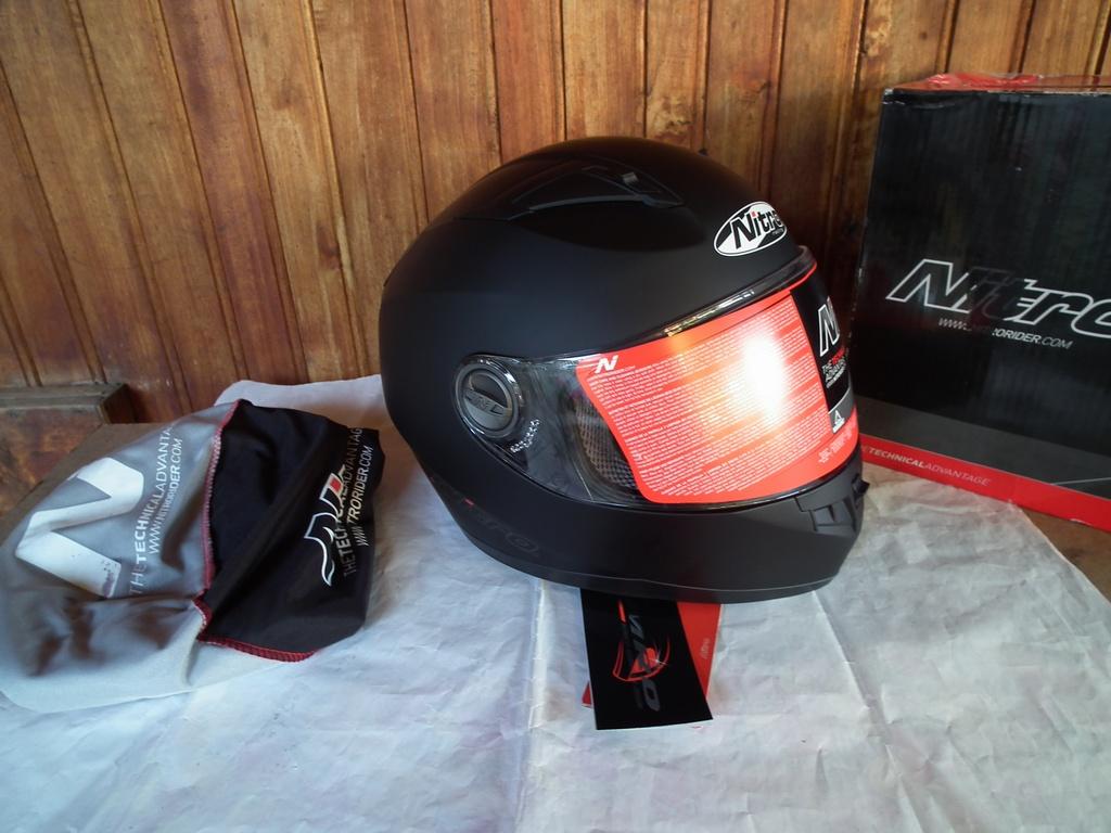 Nitro N2100 Uno шлем каска за мотор пистов.