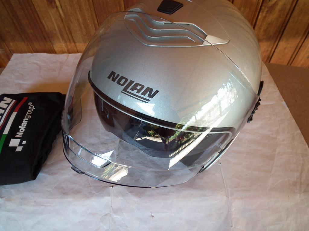 Nolan N43 с тъмни очила шлем каска за мотор скутер отворен.