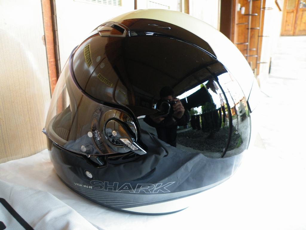 Shark Vision-R BECOOL с тъмни очила флуоресциращ шлем каска за мотор пистов.