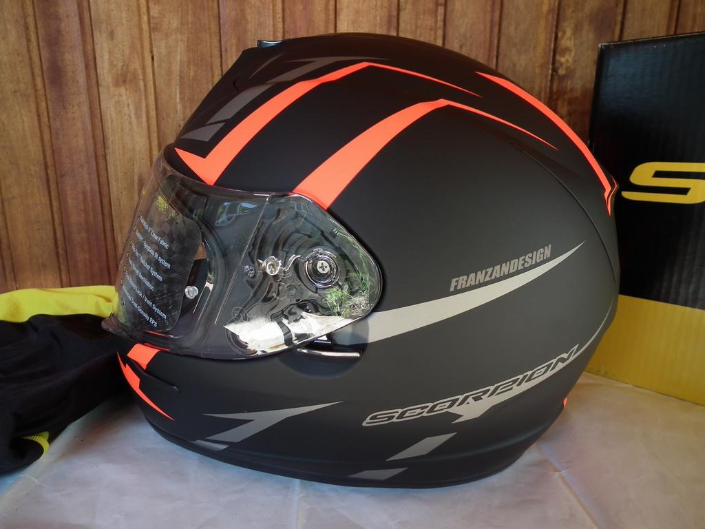 Scorpion Exo-390 Hawk шлем каска за мотор пистов.