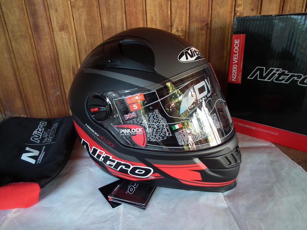 Nitro N2200 Veloce нов с тъмни очила шлем каска за мотор.