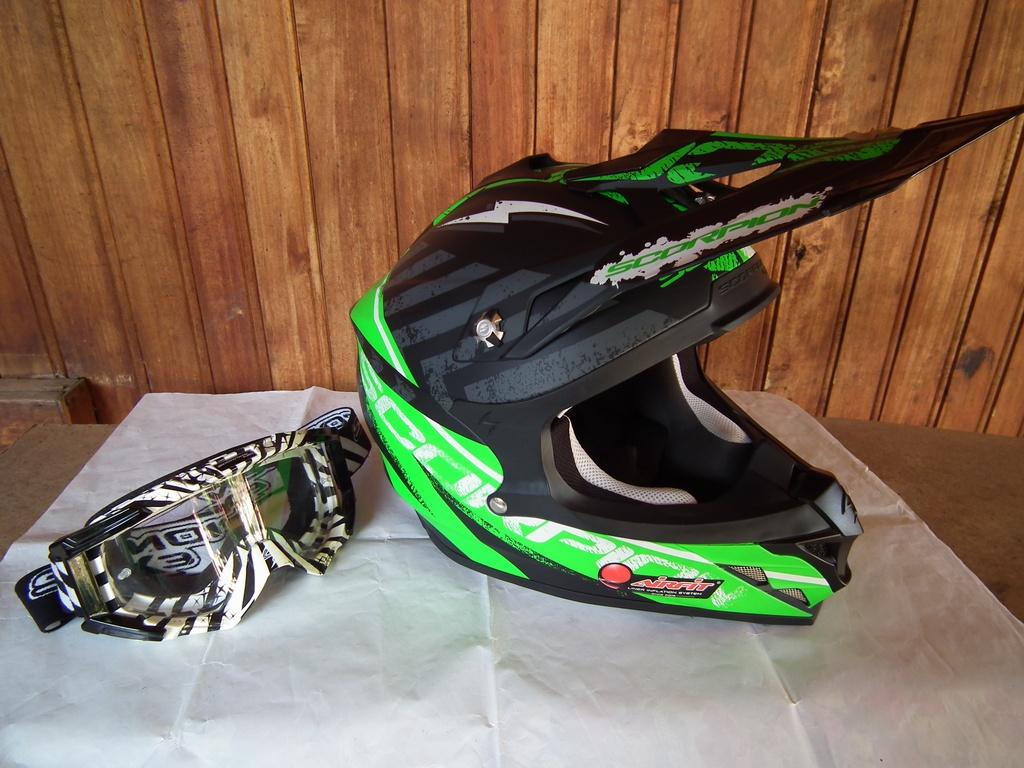 Scorpion VX-15 Evo с помпа и очила шлем каска за мотор мотокрос.