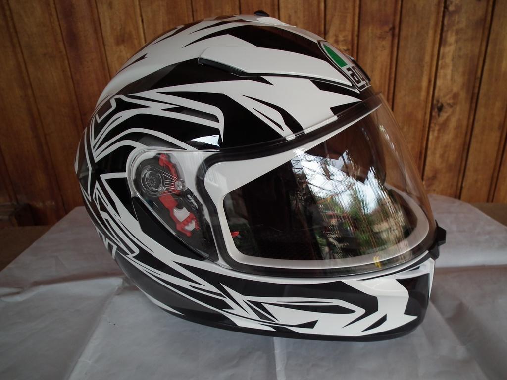 AGV K-3 SV Rookie с тъмни очила шлем каска за мотор пистов.