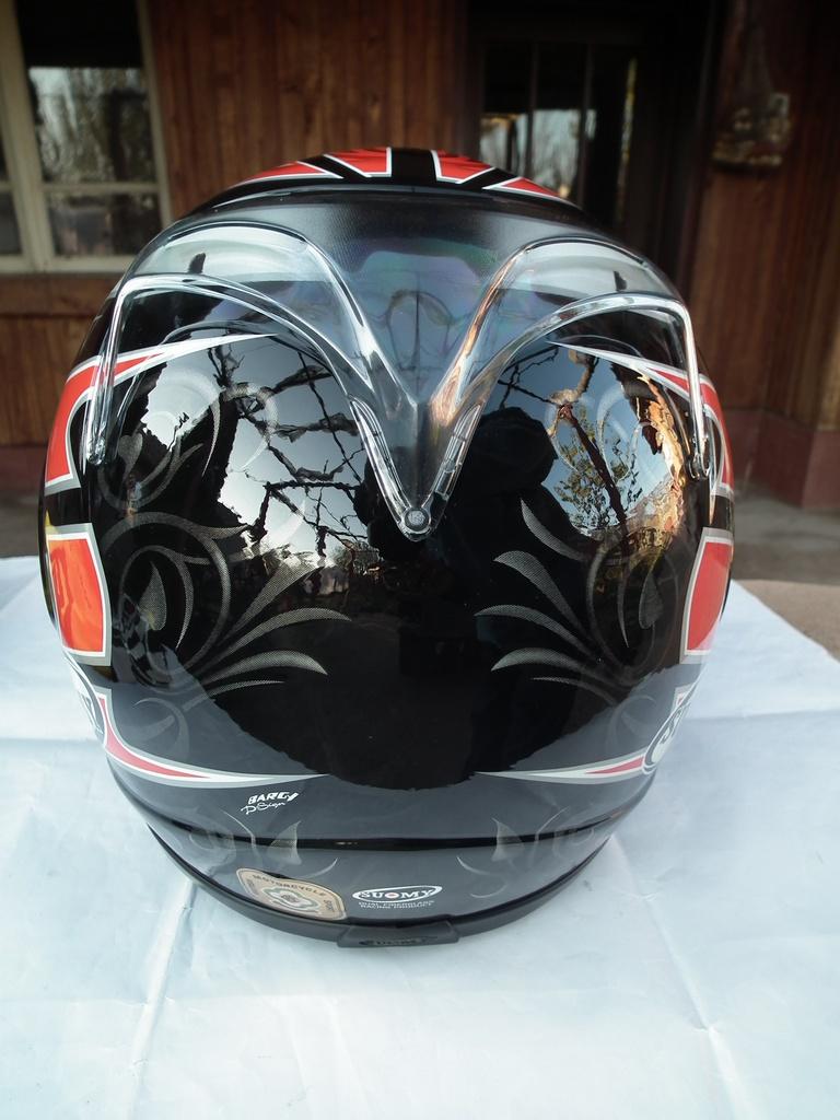 Suomy Defender шлем каска за мотор пистов.