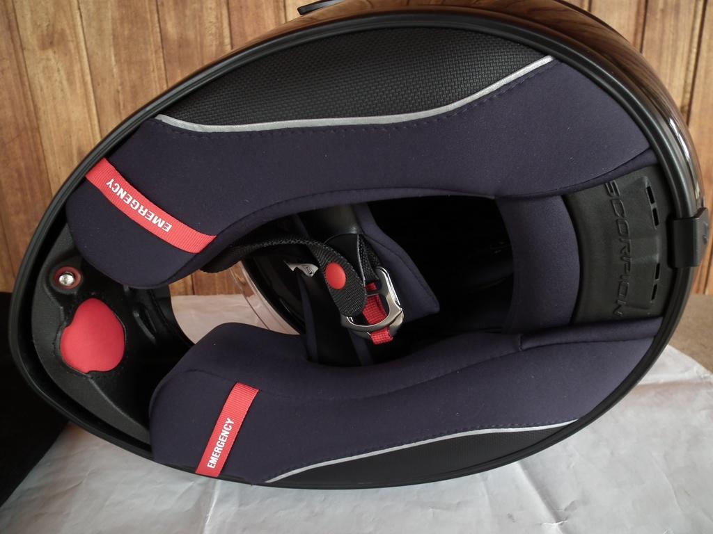 Scorpion Exo-1200 Air с помпа и тъмни очила каска за мотор шлем.