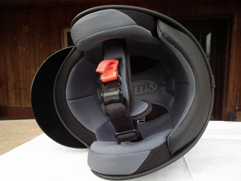 MTR Carbon карбонов шлем с тегло 850 гр. каска за мотор чопър къстъм круйзър
